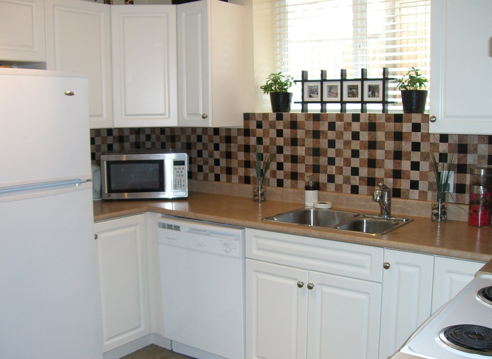 Kitchen Backsplash Tiles with Vinyl