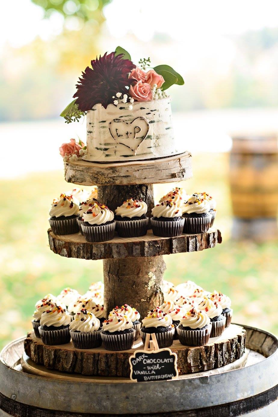 The Cake Cottage: Gourmet Cupcakes for a Rustic Wedding