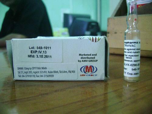 Hộp và lọ vắc-xin hết hạn sử dụng đã tiêm cho em Phan T.T