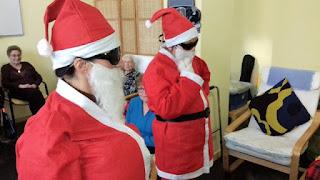 Dos Santa Claus a l'Aviparc