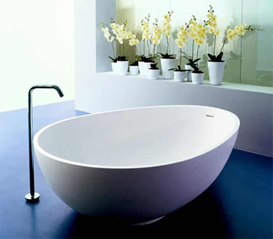 Beauty Bible Blog: And now, the egg-shaped bathtub   !