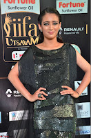 Akshara Haasan in Shining Gown at IIFA Utsavam Awards 2017  Day 2 at  22.JPG