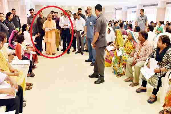cm-yogi-adityanath-ne-suni-janta-ki-samasyaaen-in-hindi-news