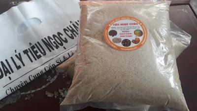 Tiêu sọ xay được sử dụng để ướp tôm nướng sốt cay
