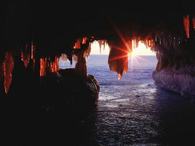 """Resultado de imagem para """"Nas cavernas do mar"""" -  Yorgos Seferis"""