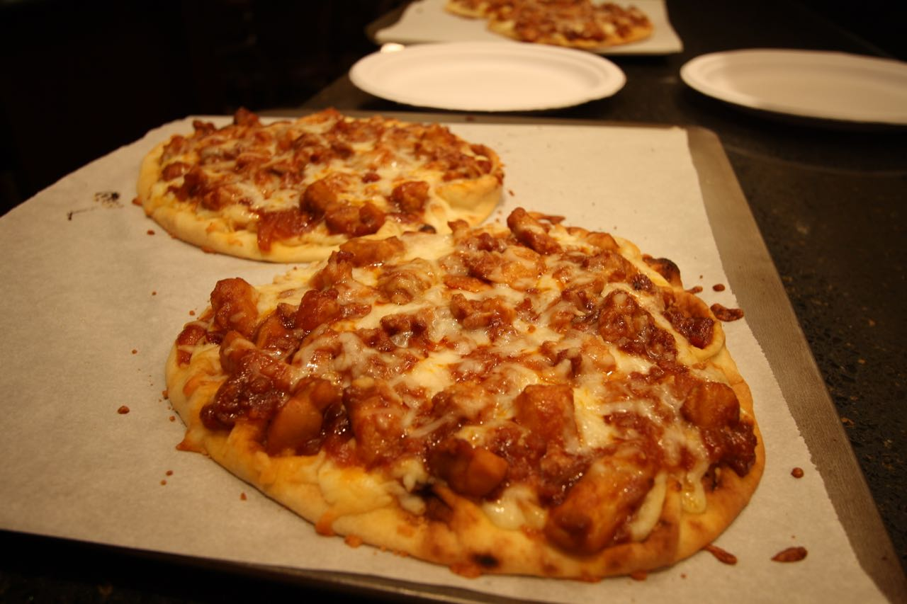 the roediger house meal no 1760 barbecue chicken bacon naan pizza. Black Bedroom Furniture Sets. Home Design Ideas