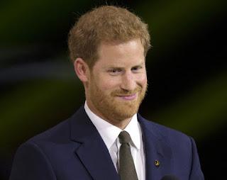 بالفيديو :الأمير هاري يدخل عالم الغناء.