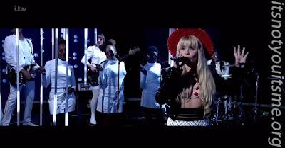 Paloma Faith Performs Crybaby On Jonathan Ross