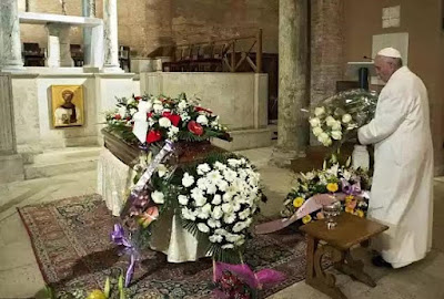 Pope Francis Brings 12 White Roses To Funeral Of Pregnant Receptionist