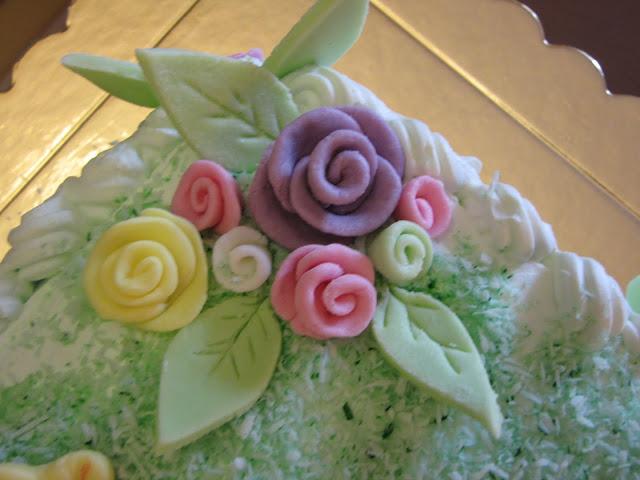 τούρτα με ζαχαρωτά από ζαχαρόπαστα