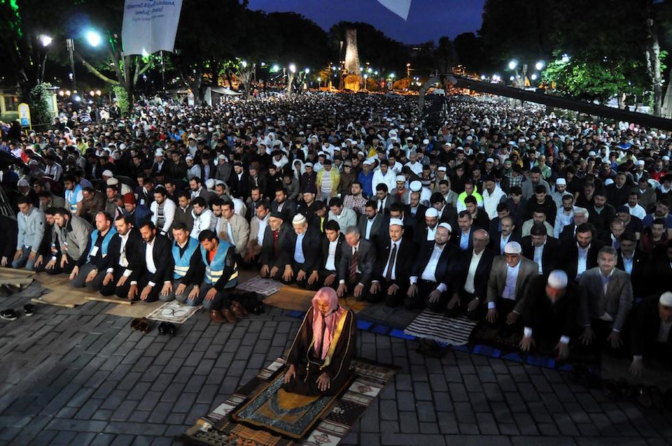 Ribuan Warga Turki Peringati Penaklukan Konstantinopel Dengan Cara Ini