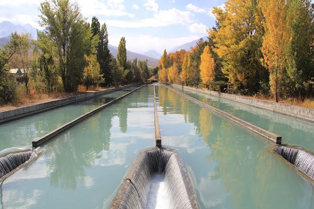 Kirghizistan, Bichkek, Kashka-Suu, canal, © L. Gigout, 2012