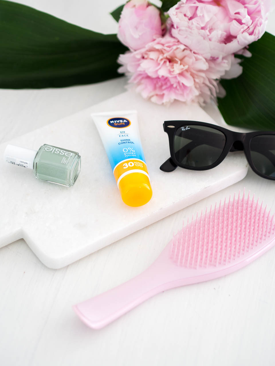 summer-beauty-2018-essie-nivea-tangle-teezer