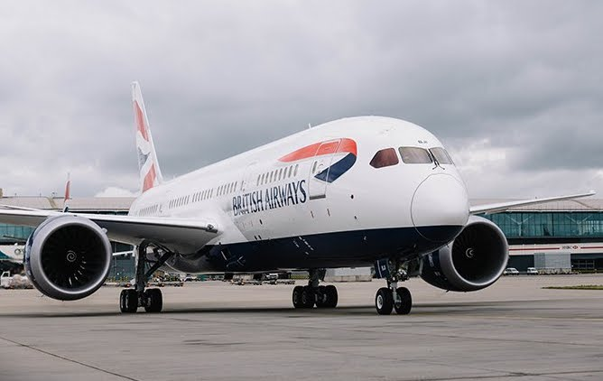 British Airways caccia dall'aereo famiglia con bambino che ha paura di volare e piange.