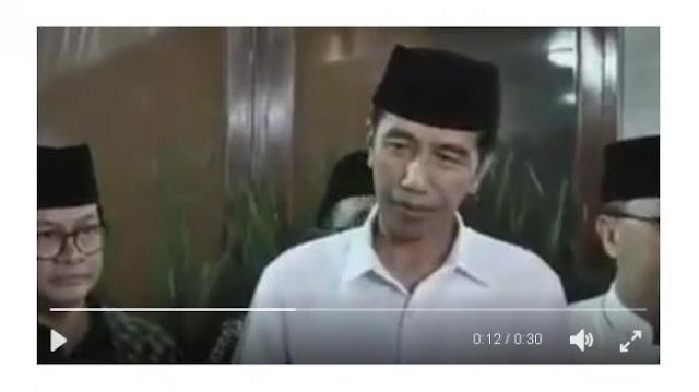 Wajah Serius, Jokowi Sodorkan Kertas ke Wartawan, Mau Tau Isinya? Siap Ngakak Jungkir Balik!