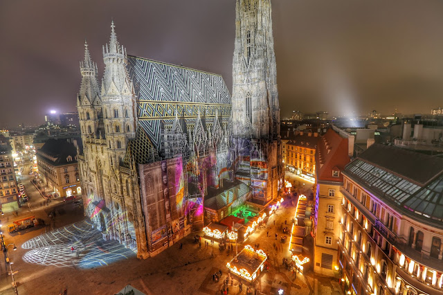 The Vienna Weihnachtsmarkt at Stephansplatz or St. Stephen's Christmas Market. Photo: Weihnactsmarket-stephansplatz.at. Unauthorized use is prohibited.