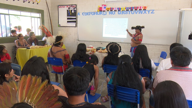 Indígena defende dissertação de mestrado sobre povo Paiter Suruí dentro de aldeia em Cacoal