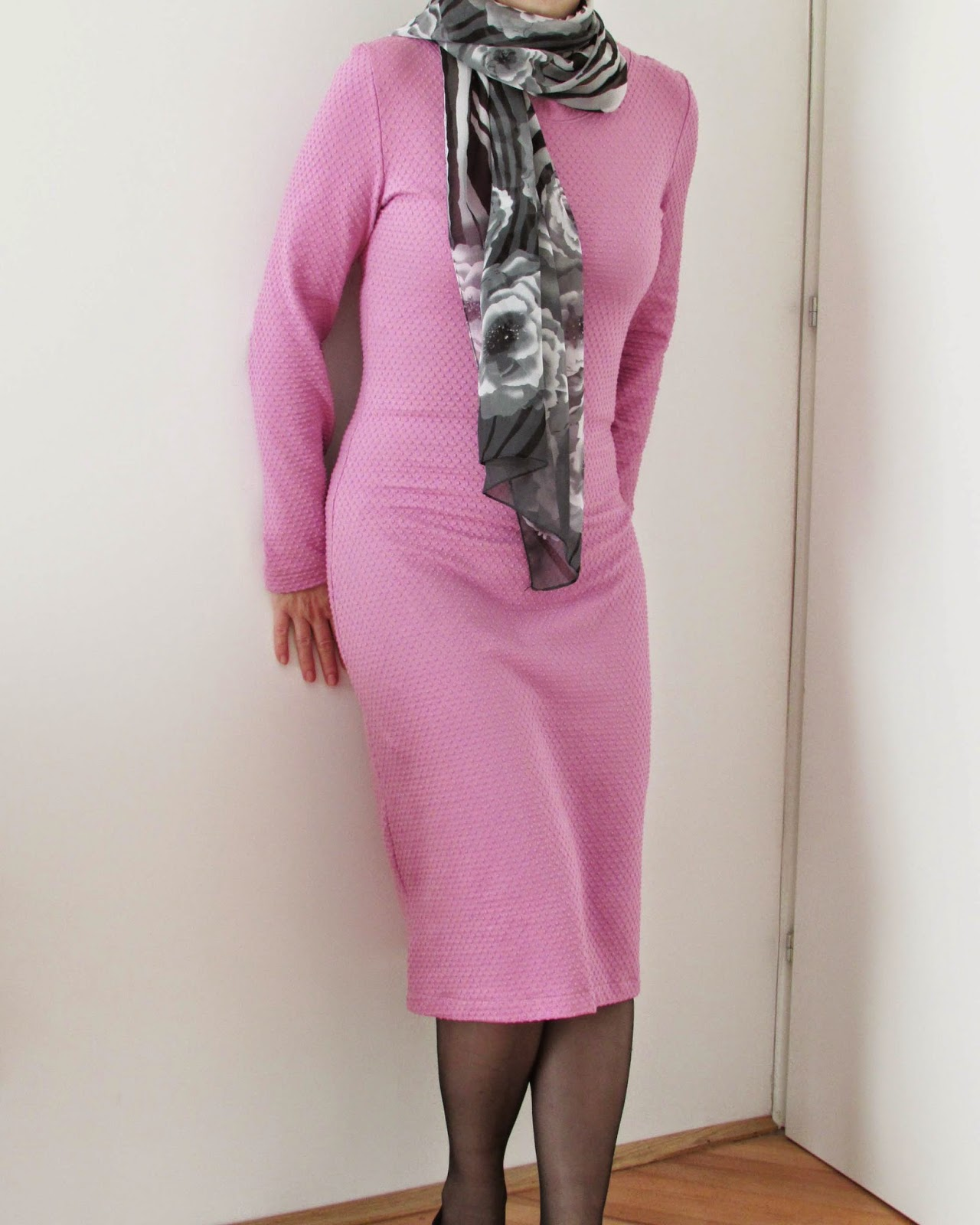 http://ladylinaland.blogspot.com/2015/01/pink-bodycon-dress.html