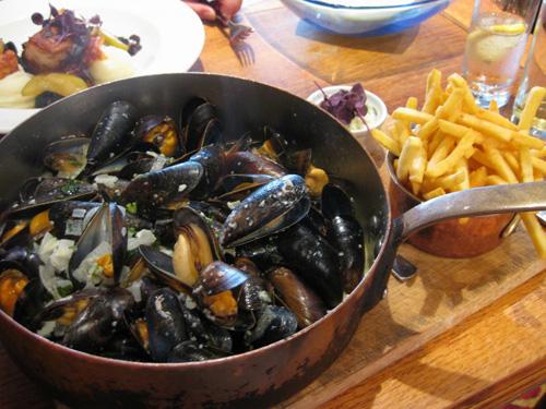 Món ăn ngon nên thưởng thức khi du lịch Bỉ