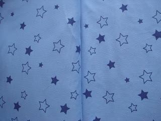 modrý úplet s hviezdičkami