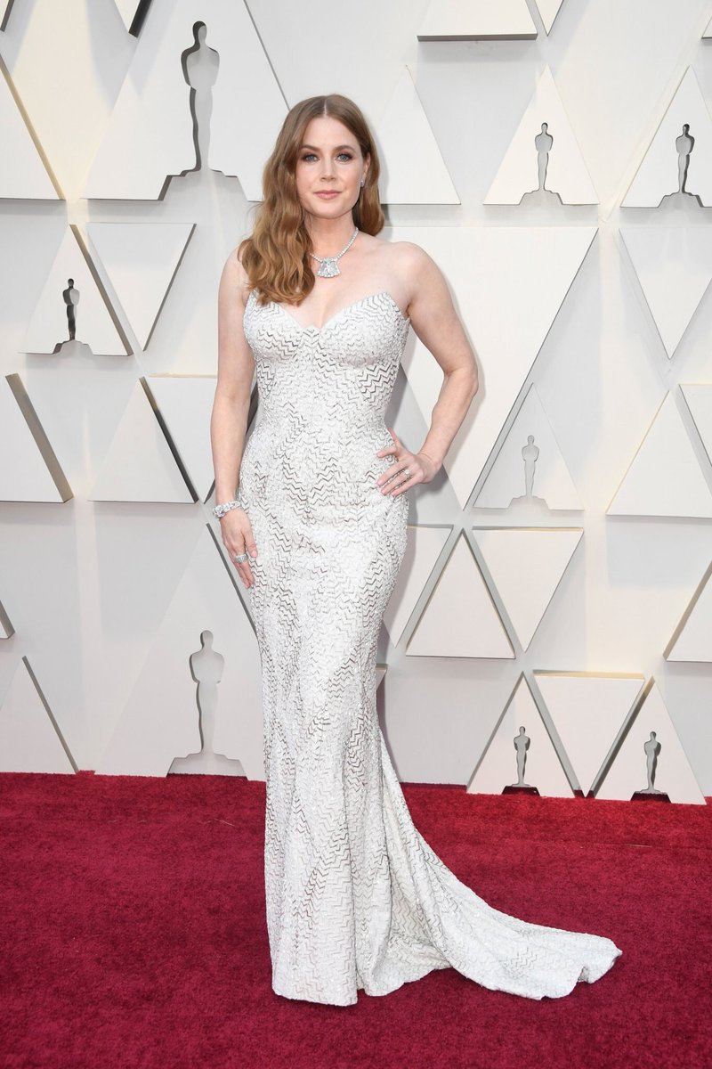 Amy Adams Shows Off Sexy Curves In White & Metallic Dress At Oscars