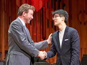Pianist Joon Yoon receiving the Guildhall School Gold Medal in 2018