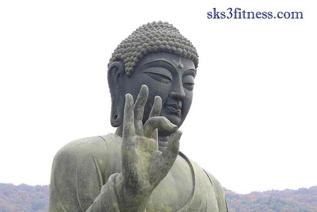 Buddha meditation statue in Aakash Mudra
