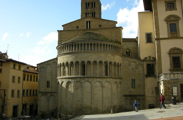 Santa Maria della Pieve em Arezzo