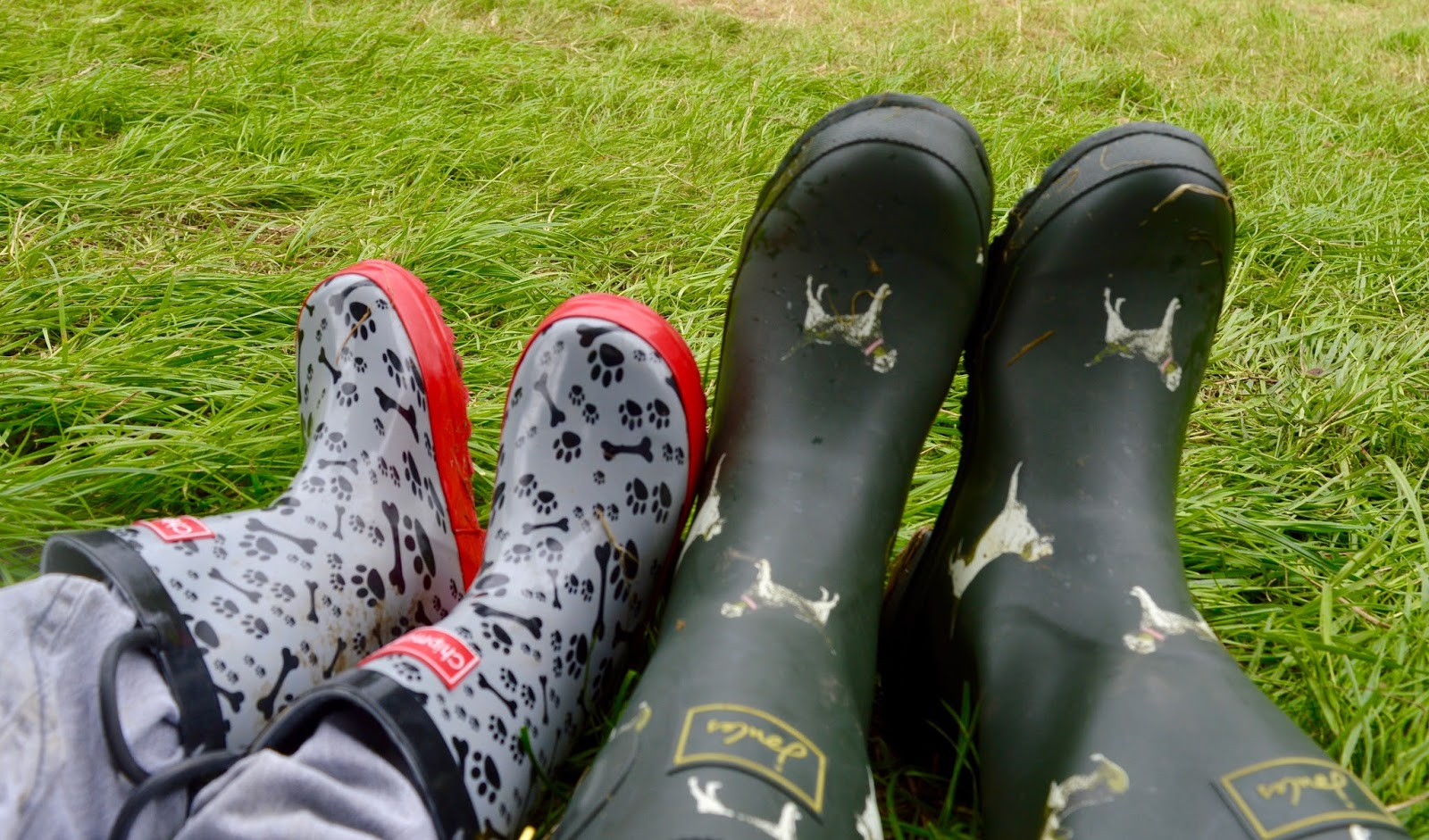 We're heading to Festival on the Wall in Northumberland and the Just So Festival in Cheshire this year. Here are our 10 Essential Items to pack when visiting a festival with kids. - wellies