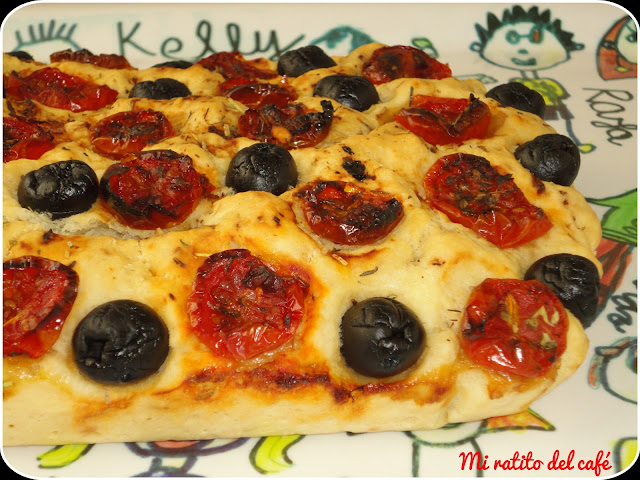 Focaccia de tomates cherries y olivas