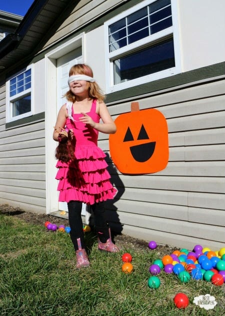Easy Halloween Party Ideas - pin the smile on the pumpkin! Click through for tons of other ideas for Halloween games and activities.