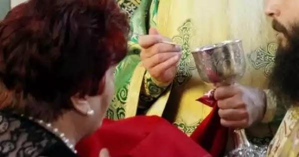 Εκκλησία της Ρουμανίας: «Οι πιστοί να φέρνουν το δικό τους κουτάλι για να κοινωνήσουν»