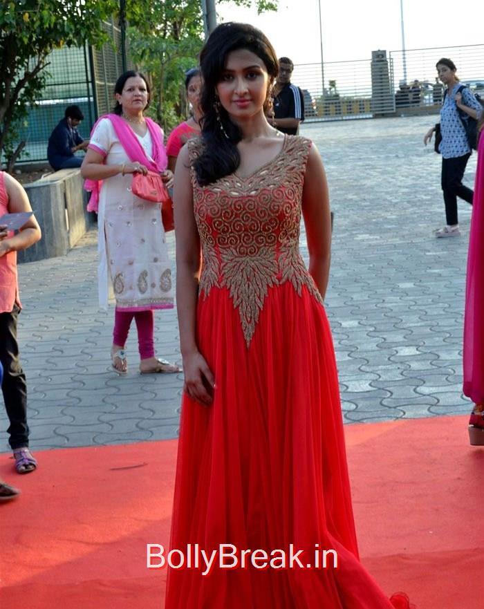 Farnaz Shetty, Asha Negi Simone Singh Hot HD Images At Star Parivaar Awards 2015 Photo Gallery