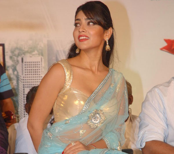 Shriya Saran Hot Saree Collection ❤
