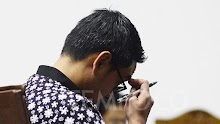 Jokowi Resmi Berhentikan Gubernur Jambi Zumi Zola