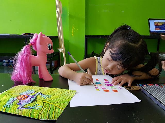 Cẩm Vân (4 tuổi) học viên trung tâm mỹ thuật Nét Ngộ