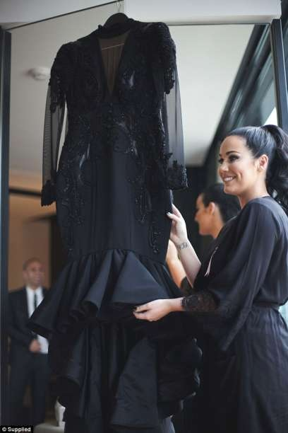 In Australia Bride breaks tradition, wears black bridal gown on wedding day [PHOTOS]