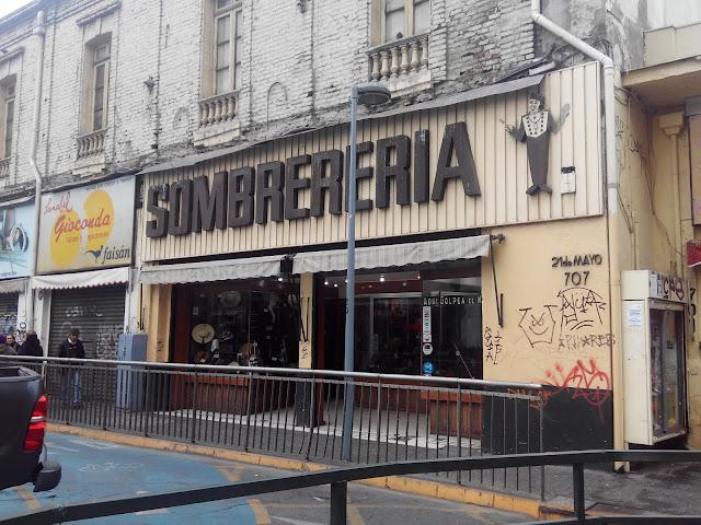 """Sombrerería """"Donde golpea el monito"""" Santiago de Chile"""