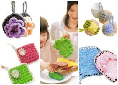 Revista crochet con utensilios de limpieza