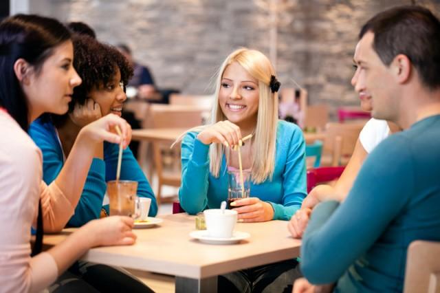 Πιείτε καφέ με τους φίλους σας, κάνει καλό