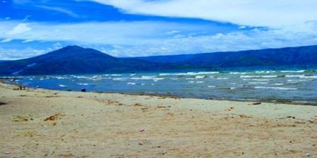 Pantai Pasir Putih Parbaba Tempat Wisata Keluarga Yang Asyik Untuk Liburan Dengan Suasa Alam Yang Indah Dan Didukung Fasilitas Yang Mendukung