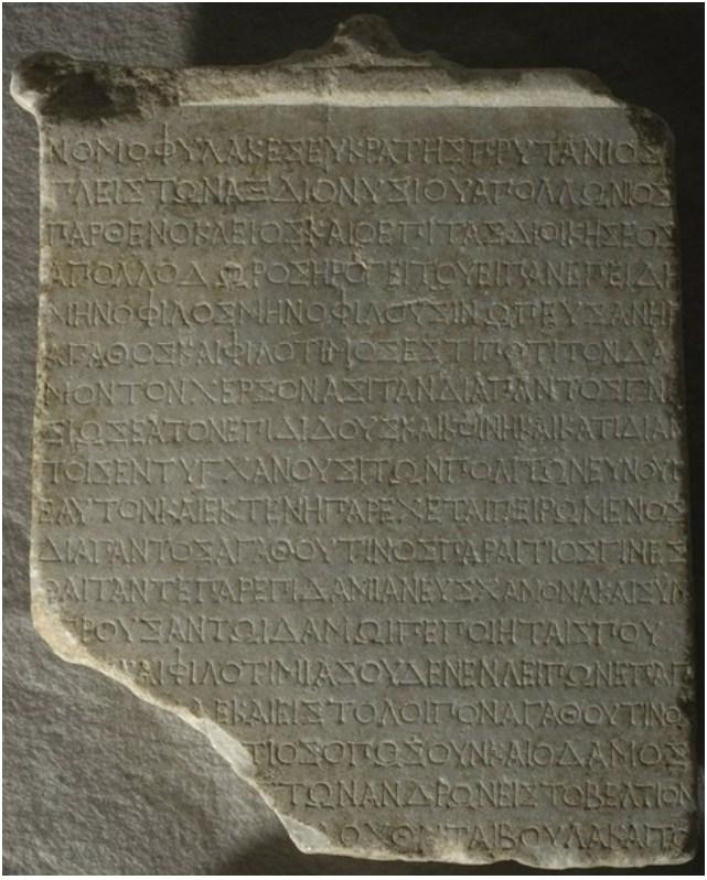 Σε επιγραφή από την Σινώπη διαβάζουμε ΜΗΝΟΦΙΛΟΣ ΜΗΝΟΦΙΛΟΥ ΣΙΝΩΠΕΥΣ α 'μισό του 2ου αιώνα . π.Χ