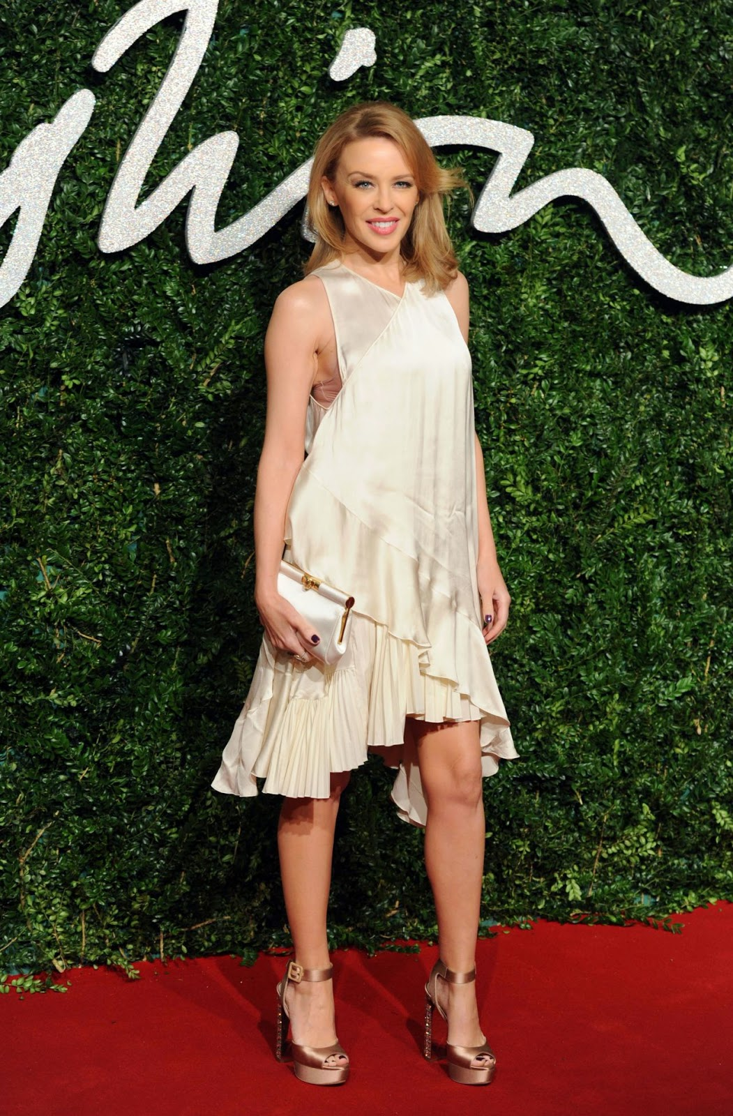 Kylie Minogue arrives at the 2014 British Fashion Awards in a floaty Stella McCartney frock