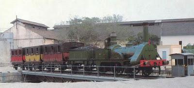 Réplica de la locomotora fabricada por Jones & Pot, de Warrington