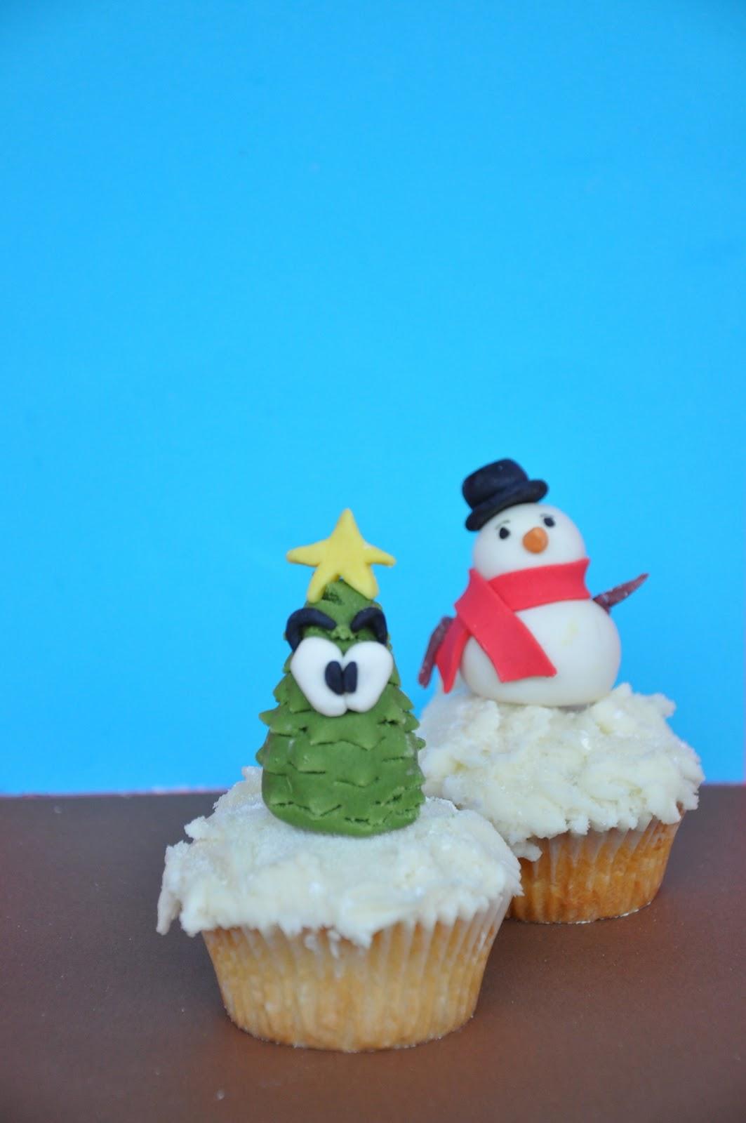 Torta di natale e cupcakes decorati corso decorazione for Decorazione torte e cupcake