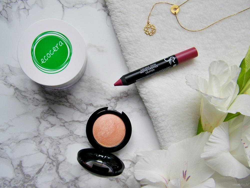 5 kosmetyków do makijażu za mniej niż 20 zł, które musisz wypróbować | puder ryżowy Ecocera, pomadka Golden Rose, róż Joko