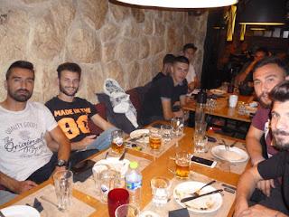 Δείπνο στην ομάδα του Πιερικού.