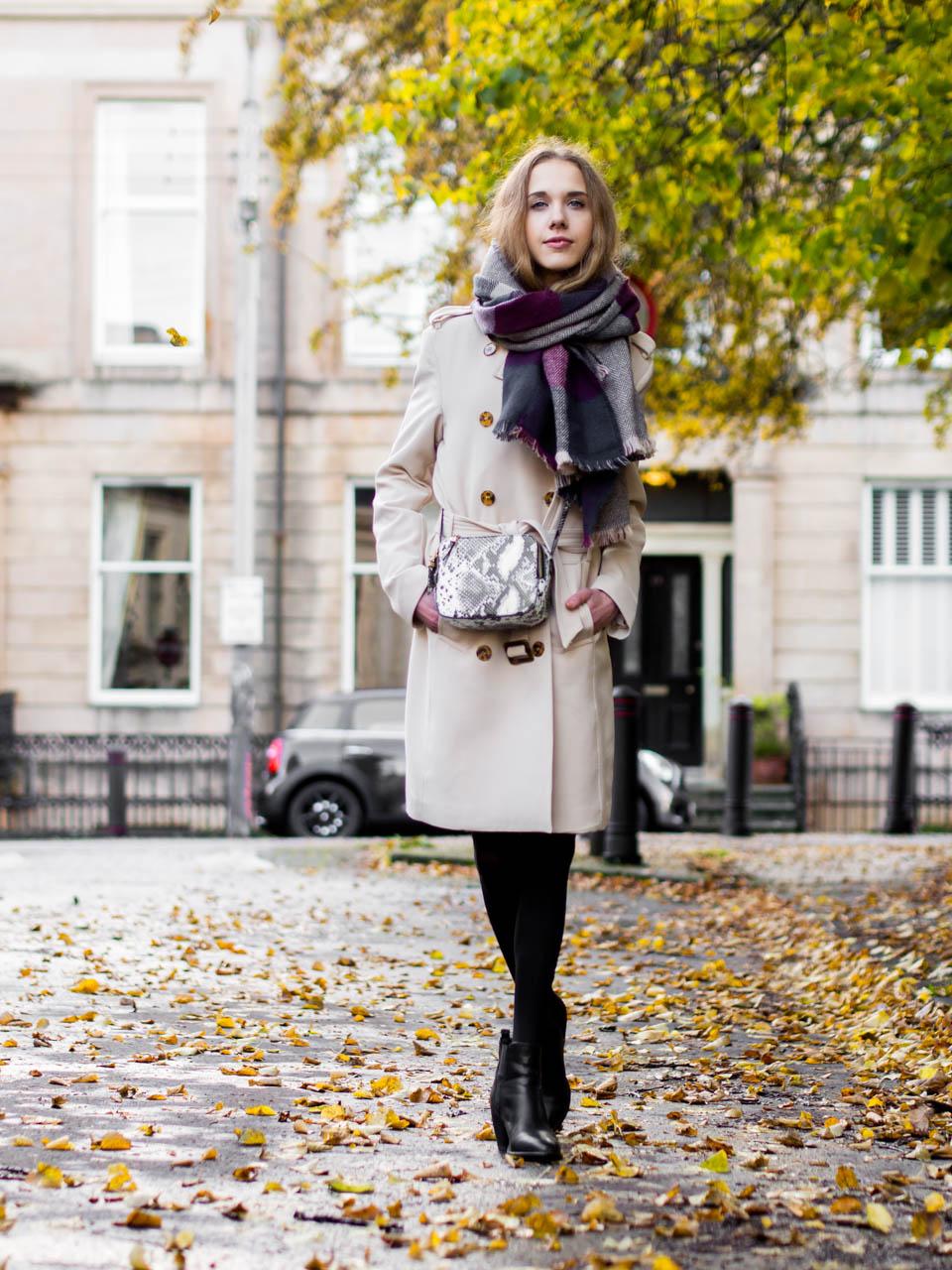Autumn outfit jumper dress and trench coat - Syyasasu neulemekon ja trenssitakin kanssa