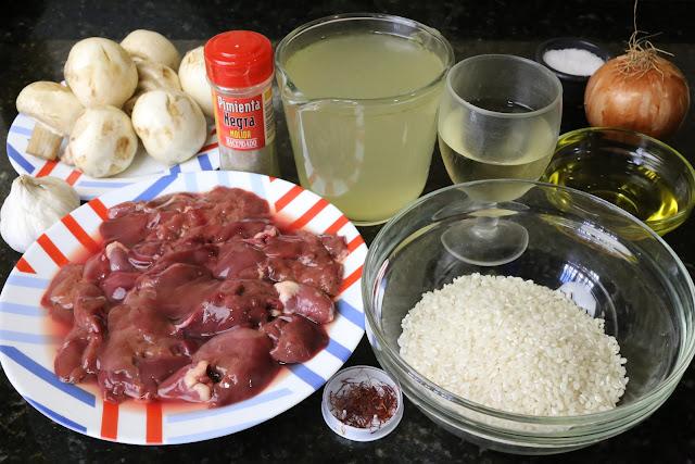 Ingredientes para arroz caldoso con higaditos de pollo y champiñones
