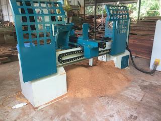 Máy tiện gỗ tự động CNC
